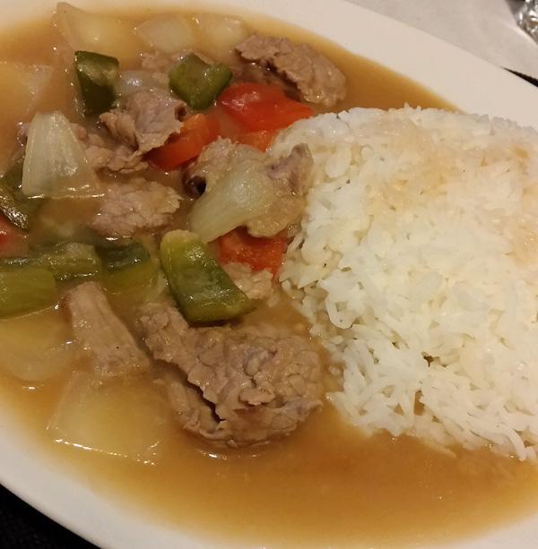 Haragia thai saltsa, barazki eta arrozarekin